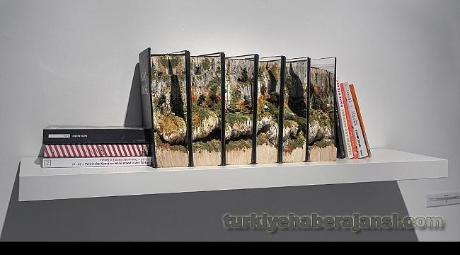 İrem Tok'un EserleriBook Worlds Sergisinde