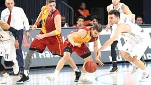Galatasaray Odeabank, Sahadan Gene Eli Boş Ayrıldı