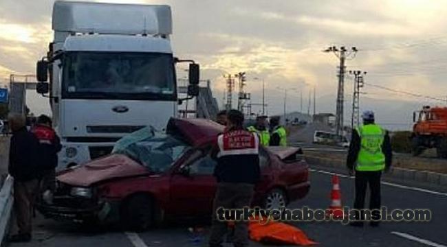 Malatya'da Kamyon Otomobile Çarptı: 2 Ölü