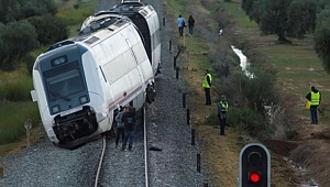 Tren Raydan Çıktı: 30 Yaralı