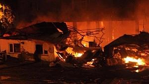 Zonguldak'ta Mobilya Fabrikası Yandı