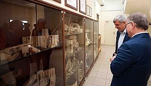 Karaosmanoğlu, Transcan Trafo Fabrikasını Ziyaret Etti