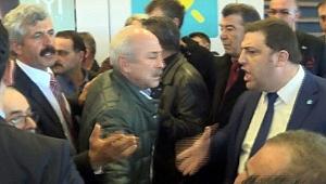 İYİ Parti Kongresinde Arbede Çıktı