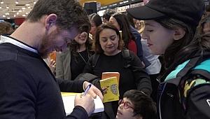 Metin Hara Yeni Kitaplarını İmzaladı