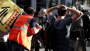 Fransa'da Sokaklar Karıştı