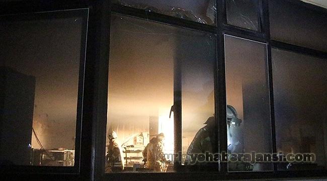 Hastanenin Kafeteryasında Çıkan Yangın Panik Yarattı
