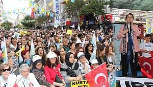 Meral Akşener Manisa'da Büyük İlgi Gördü