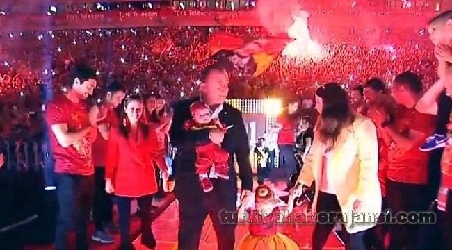 Fatih Terim'den 'Şampiyonlar Ligi' Kutlamalı Şov!