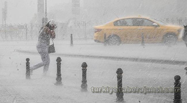 AKOM Uyardı, İstanbul'da 1 Saat İçinde Yağış Başlayacak