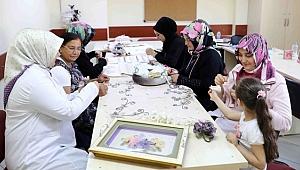 Kadın Kursiyerler Çeyiz Siparişlerini Yetiştiremiyor