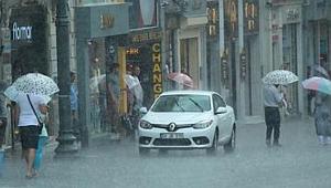 Meteoroloji Uyardı, Şiddetli Yağış ve Dolu İstanbul'u Vurdu
