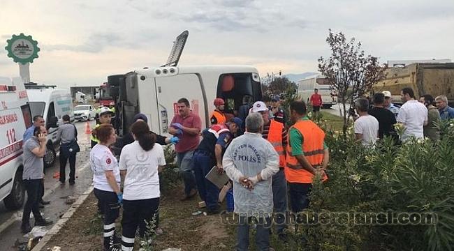 Manisa'da Feci Kaza! Yolcu Otobüsü Devrildi