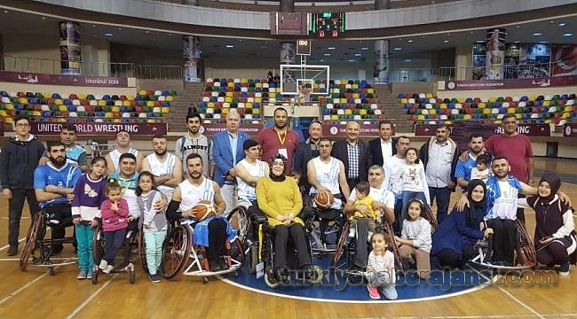 Engeli Basketbolcular Lige Galibiyetle Başladı