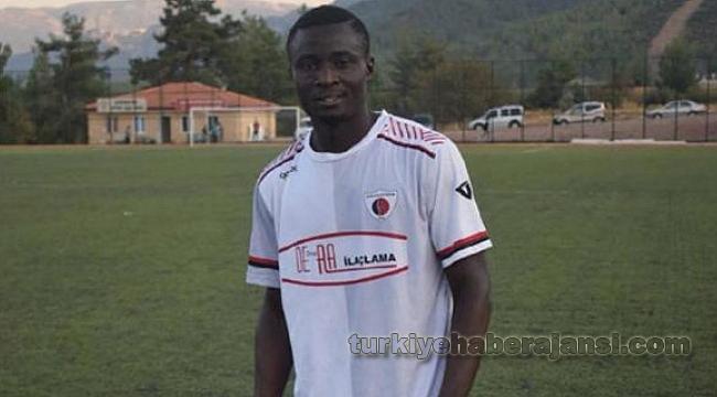 Genç Futbolcu Maç Sırasında Hayatını Kaybetti!