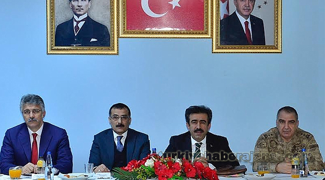 Vali Güzeloğlu, Lice'de Kanaat Önderleriyle Bir Araya Geldi