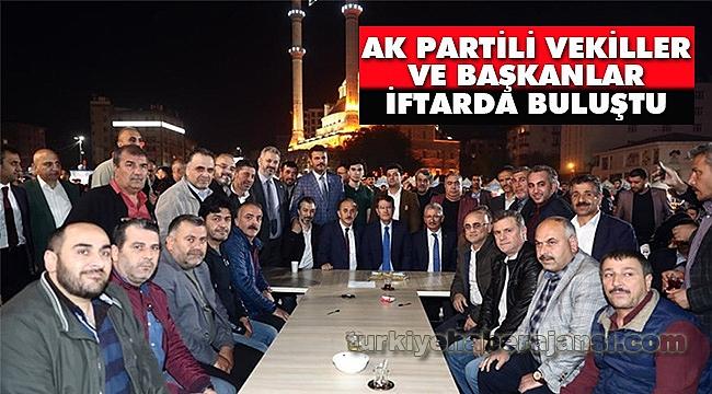 AK Partili Vekiller ve Başkanlar İftarda Buluştu