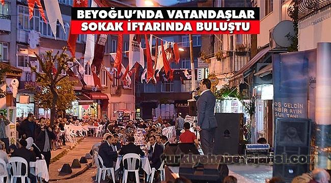 Beyoğlu'nda Gönül Sofraları Sokaklara Taşındı