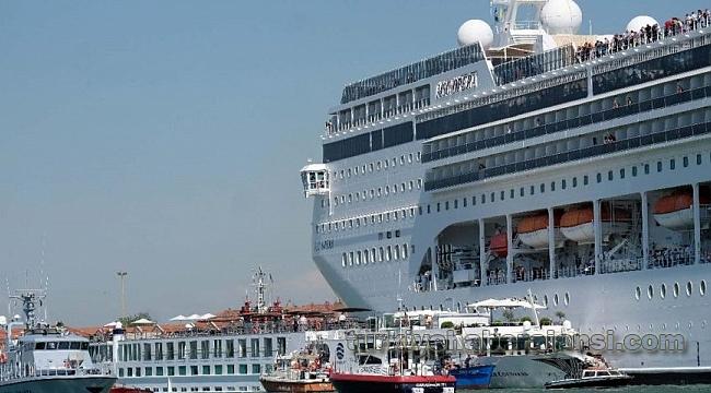 Venedik'te Gemi Kazası: Yaralılar Var