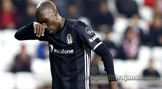 Beşiktaş'ta Sakatlanan Atiba, Kamptan Ayrıldı