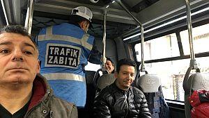 Minibüste ayakta yolcu taşıyan şoföre CEZA