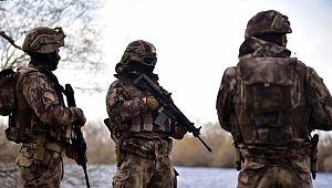 Özel Harekat Polisleri Meriç Nehri boyunca DEVRİYE'de