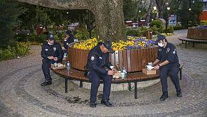 Polisler ilk iftarlarını KUMANYA ile yaptılar