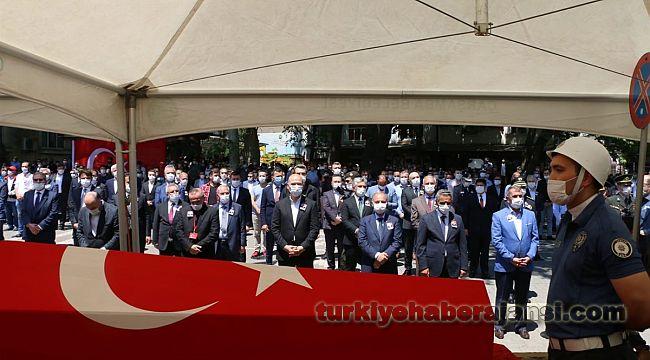 Bakan Soylu, şehit polisi son yolculuğuna uğurladı
