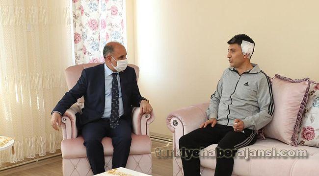 Genel Müdür, saldırıya uğrayan polisi evinde ziyaret etti