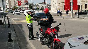 Kask takmayan 4 bin motosiklet sürücüsüne CEZA