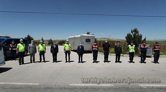 Trafik Noktası'nda polislere bayram kutlaması