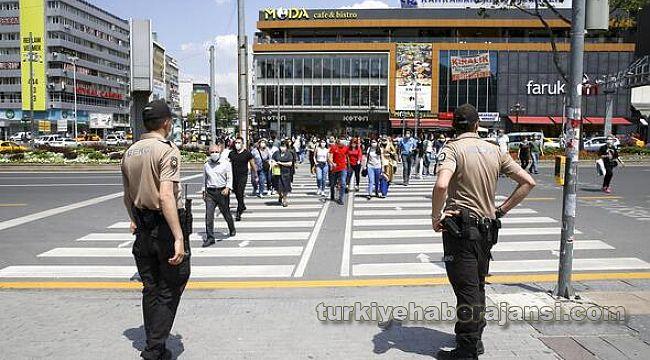 Başkent Kızılay Meydanı'nda MASKE denetimi