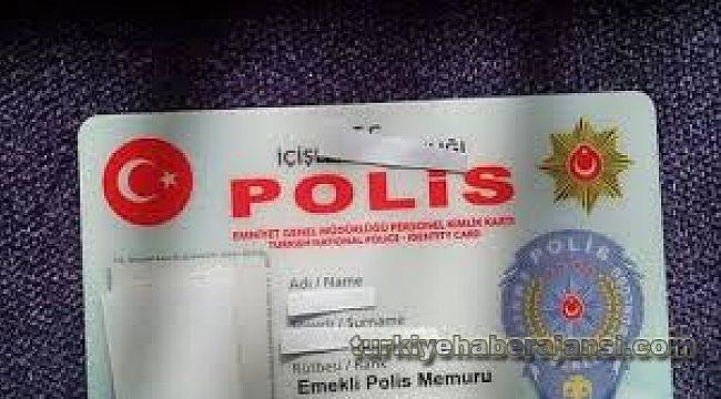 Emektar polis,10 ay sonra yenilenen kimlik kartına kavuştu
