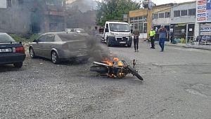 Ceza yememek için motosikletini yakarak kaçtı