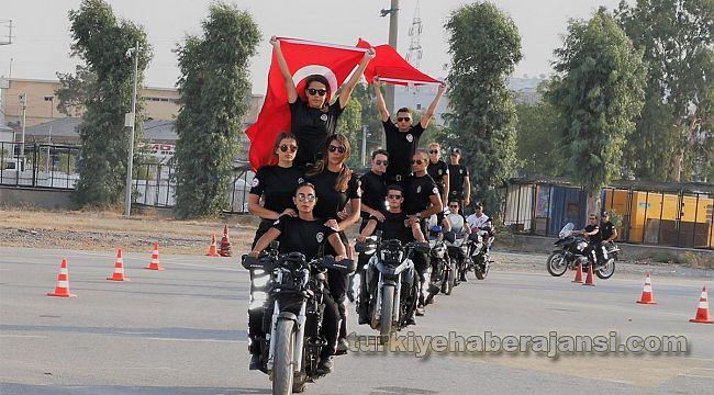 İzmir'de 57 polis motosikletli yunus timlerinde göreve başladı