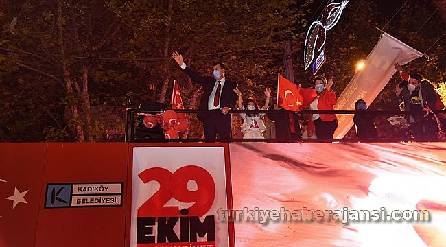 Kadıköy'de19.23'te İstiklal Marşı Coşkusu