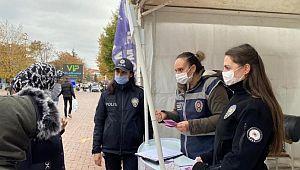 Polis stand açtı, kadınlara KADES'i tanıttı
