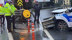 Polis otosu bariyerlere ok gibi saplandı : 2 Polis Yaralı