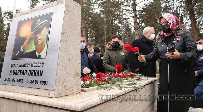Şehit Emniyet Müdürü Okkan mezarı başında anıldı