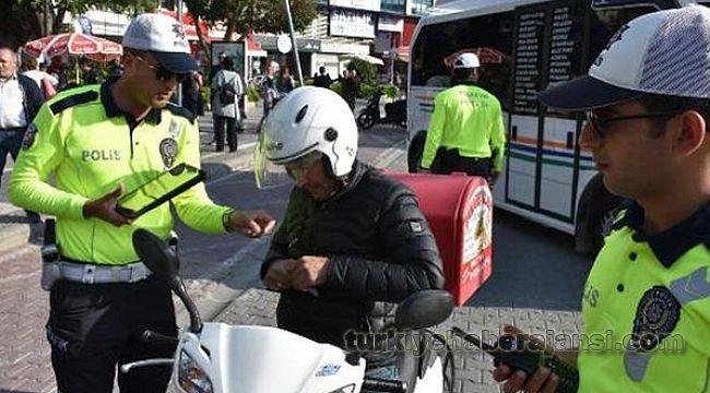 Kask kullanmayan 1284 motosiklet sürücüsüne 144'er TL CEZA kesildi