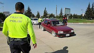 Modifiye araç tutkunu gence ceza yağdı