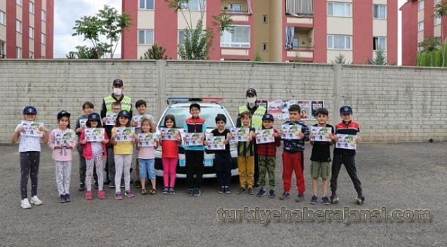 Trafik Haftasında Jandarma Sürücüleri Bilgilendirdi, Çocukları Sevindirdi