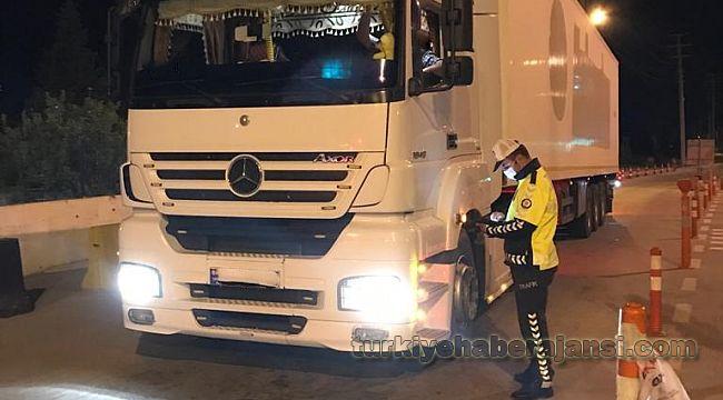 Yasal hız sınırlarına uymayan yük taşıyan 341 araç sürücüsüne CEZA