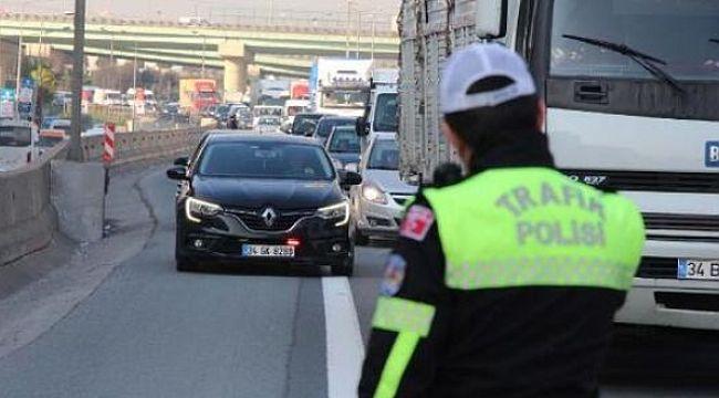 İstanbul'da 1285 araç sürücüsüne emniyet şeridi ihlalinden CEZA