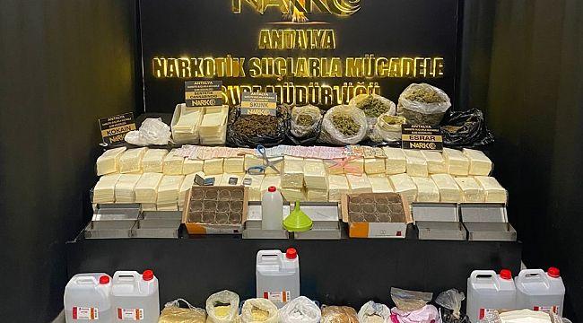 Antalya'da 49 uyuşturucu operasyonunda 63 şüpheli şahıs YAKALANDI