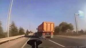 Motosikletliyi ezen şoför