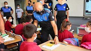 Adana Emniyetten köy okuluna 500 kitap HEDİYE