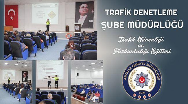 Öğretmenlere Trafik Güvenliği Eğitimi Verildi