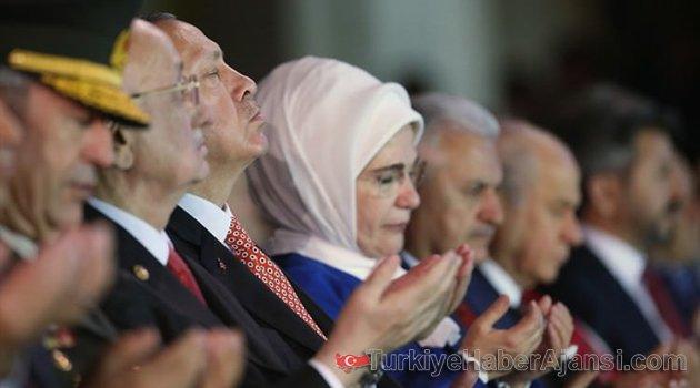 Erdoğan Meclis'teki Duaya Böyle Eşlik Etti