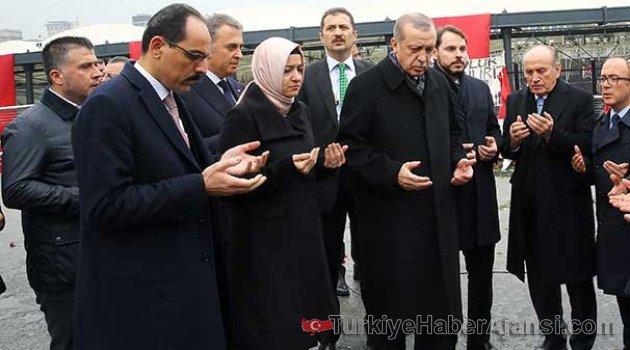 Erdoğan Şehitler Tepesi'ni Ziyaret Etti