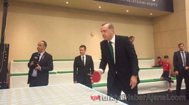 Erdoğan, Zeybekçi'yle Masa Tenisi Oynadı